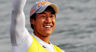 [视频]男子单人划艇1000米决赛 梁福岩获得冠军