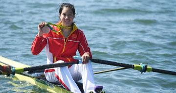 女子单人双桨:中国选手段静莉获铜牌