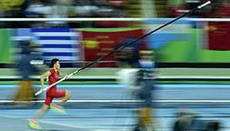 男子撑杆跳:薛长锐获得第六名