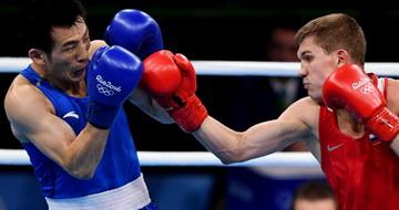 拳击男子64公斤级1/4决赛:胡谦逊负于俄罗斯选手