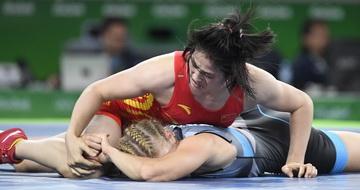 中国选手征战女子摔跤比赛