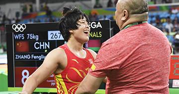 摔跤女子自由式75公斤级:张凤柳获铜牌