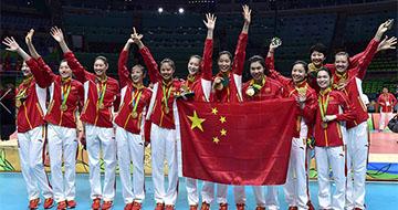 中国女排3-1逆转塞尔维亚 第3次夺得奥运金牌