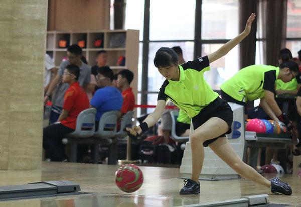 [组图]全国锦标赛女子保龄球少年组精彩激烈