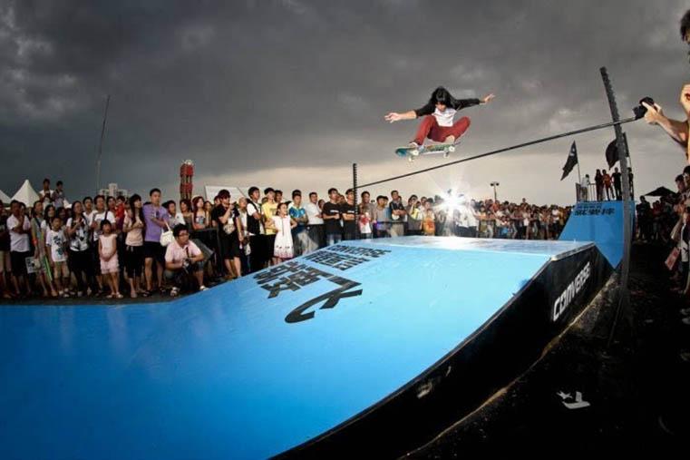 滑板冲浪进入奥运大家庭 极限运动顺应城市潮流