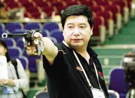 王义夫携射击队多哈拜年