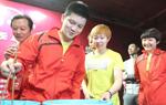 乒超明星走近球迷 国乒教练手把手指导获好评