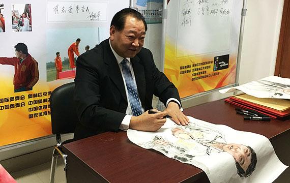 许海峰参与《中国奥运人语录》录制 分享首金背后故事