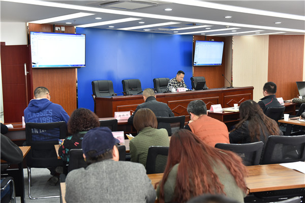 贵州省体育局局党委委员、副局长肖俊同志上党课