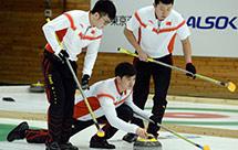 亚冬会-中国冰壶男队8比3战胜韩国队