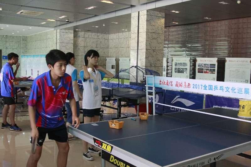 国球文化带给乒乓少年 文化巡展走进全国传统校赛事