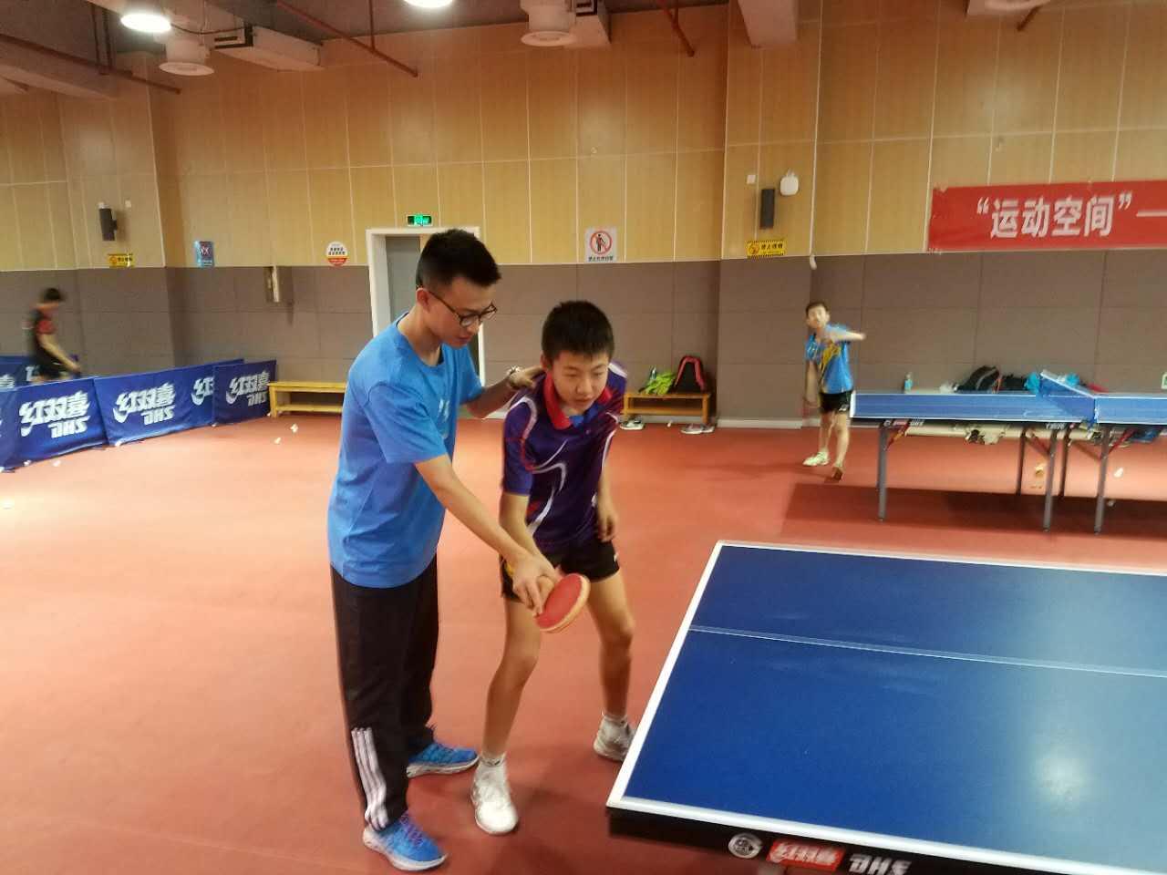 """全国乒乓训练营来了一位""""清华学霸"""""""