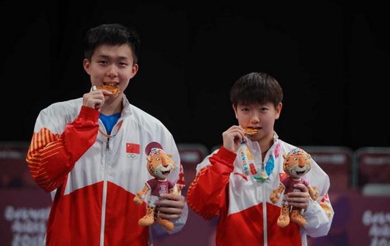 王楚欽和孫穎莎分別獲得2018年青奧會男女單打冠軍