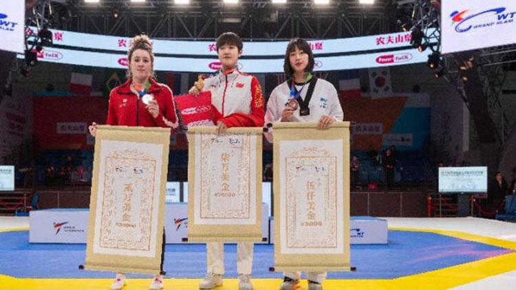 世界跆拳道大满贯冠军赛赵帅、周俐君为中国摘两冠