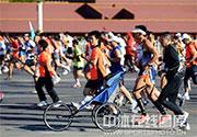 [组图]-2011北京国际马拉松赛在天安门广场鸣枪
