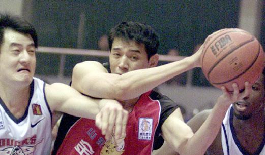 匡威重拾篮球传统,不该遗忘巩晓彬的代