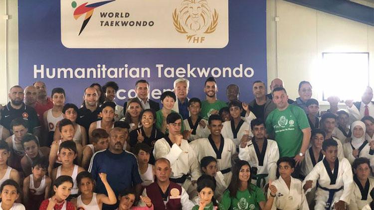 奧運冠軍吳靜鈺到訪約旦阿茲拉克難民營
