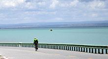 藍白相間呈現大美青海 環湖賽披上絢麗時尚外衣