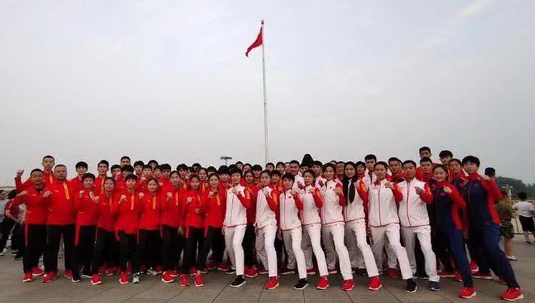 中國跆拳道隊和中國空手道隊觀看升旗儀式
