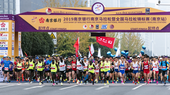 领略古都魅力 2019南京马拉松激情开跑