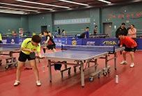 全国青少年乒乓球训练营队员与残疾人国家队交流比赛