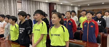 加强爱国主义教育!2019年全国青少年乒乓球训练营开展学唱国歌活动