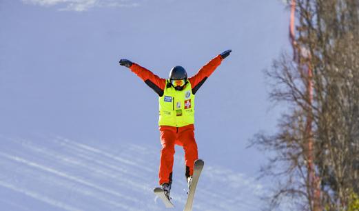 參與冰雪運動成為全民健身新風尚