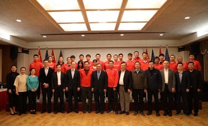 中国国家田径队与驻洛杉矶总领馆共同为祖国加油