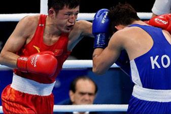 拳击男子56公斤级预赛:中国选手张家玮获胜