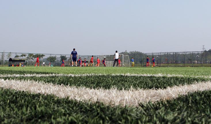 國家發改委:社會足球場絕不能出現養草皮、禁止踢球現象