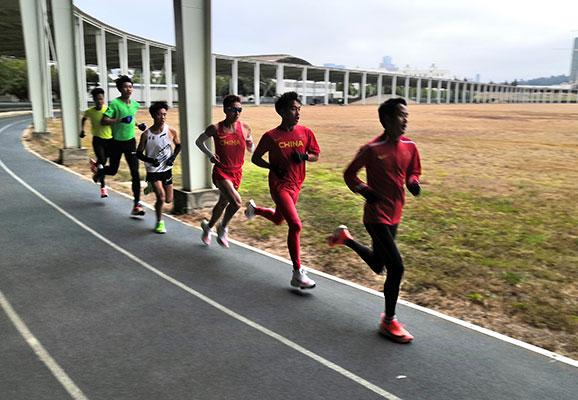 国家马拉松队冬训测试赛 彭建华张德顺分获男女组冠军