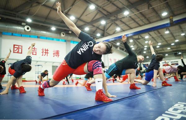 刻苦训练 拼劲十足 国家女子摔跤队狠抓绝招技术