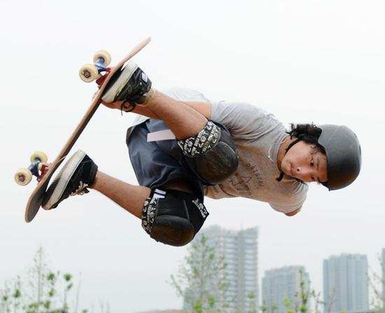 <font color='轮滑'>中国轮滑协会合作伙伴(器材类)权益招商项目信息</font>