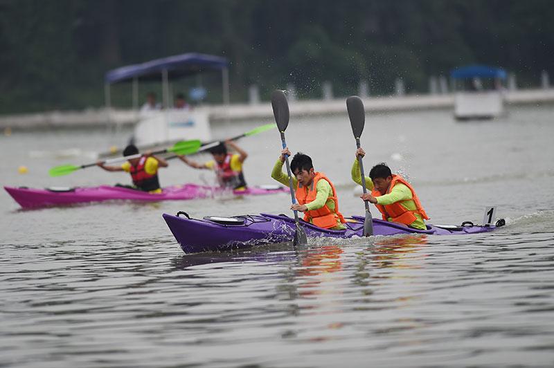 015年首届中国皮划艇名校赛在浙江丽水南明湖拉开战幕。