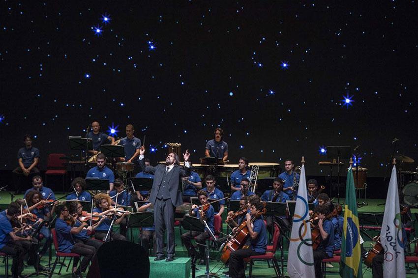 乐队在开幕仪式上演奏。