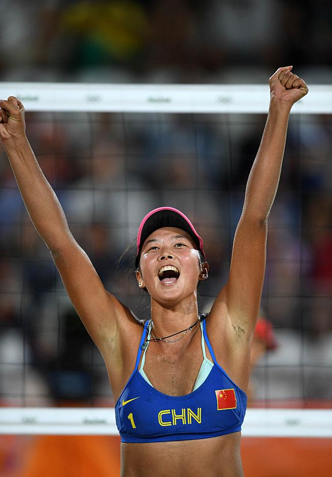 ,在里约奥运会沙滩排球女子预赛中,中国选手王凡/岳园以2比1战胜