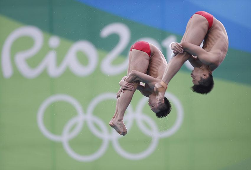 林跃(左)/陈艾森在比赛中。新华社记者费茂华摄