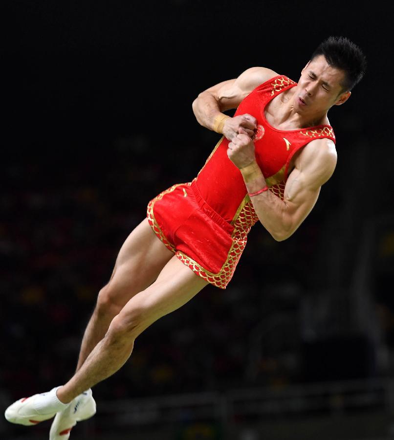 中国队选手张成龙在跳马比赛中