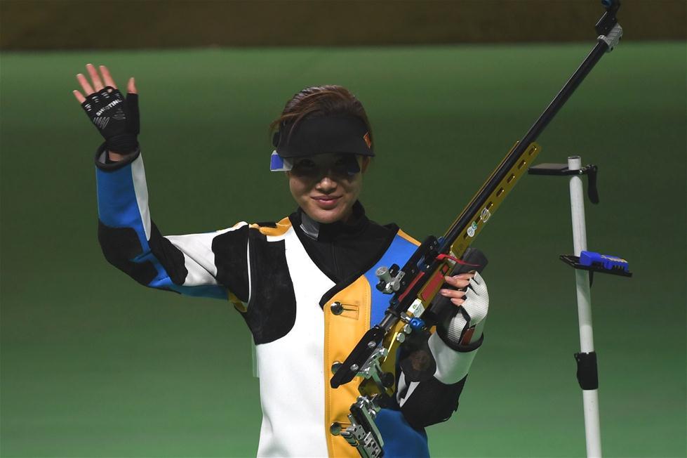 中国选手杜丽在比赛后。新华社记者韩瑜庆摄