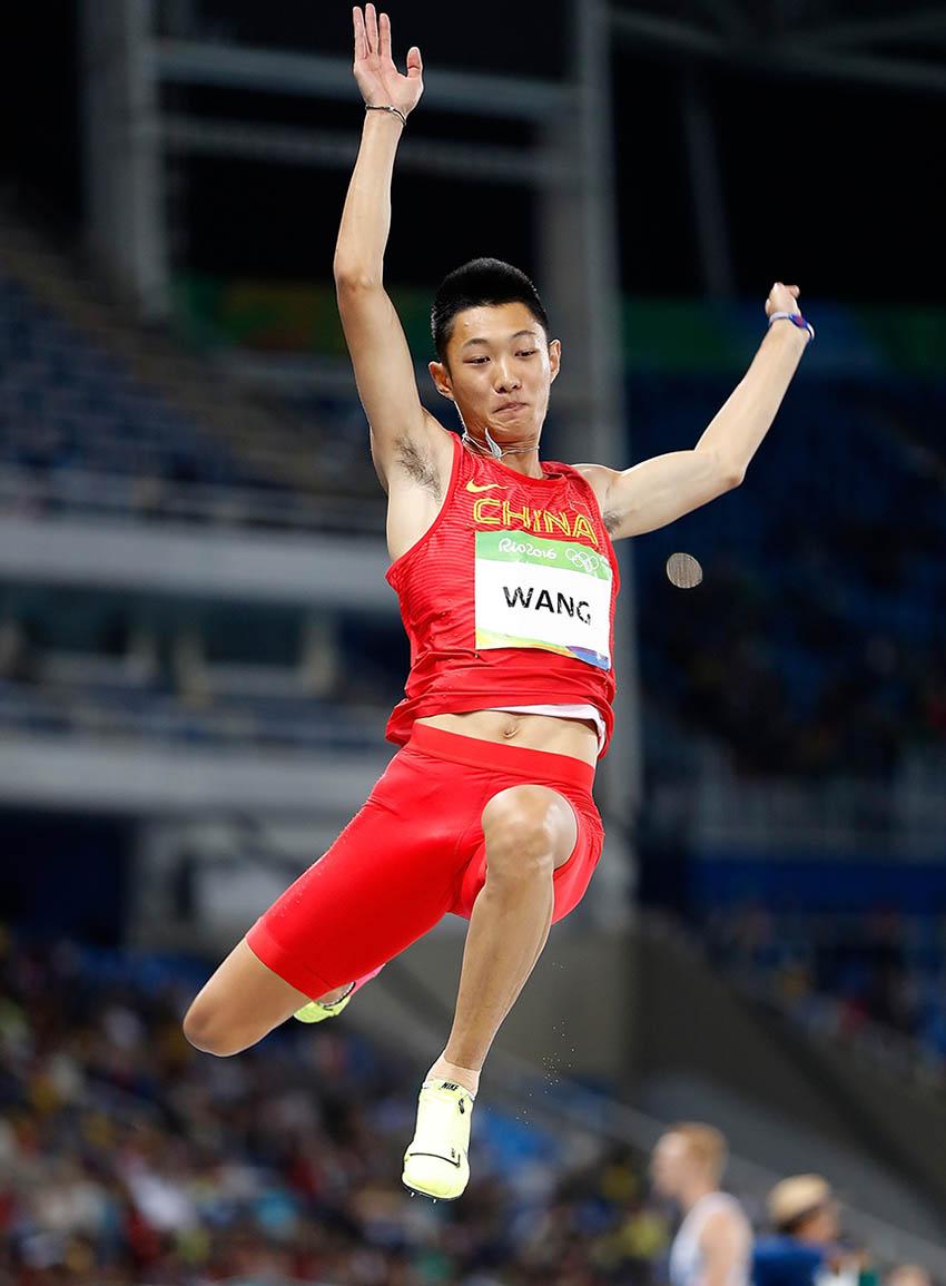 中国选手王嘉男在资格赛中