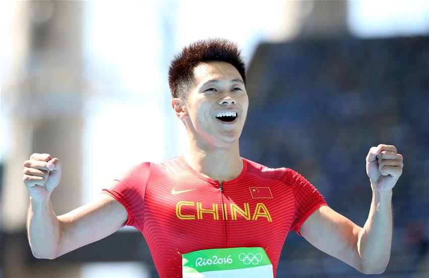 中国选手谢震业在赛后庆祝