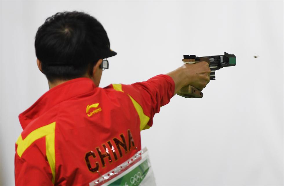 中国选手李越宏在比赛中