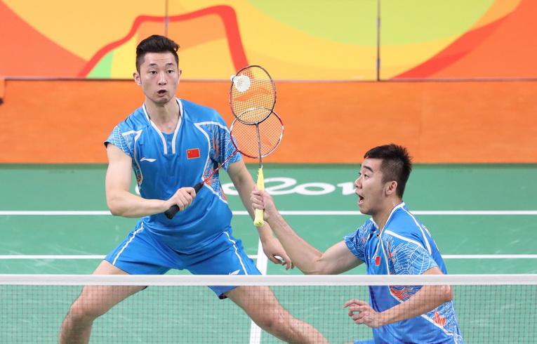 柴飚(左)/洪炜在比赛中