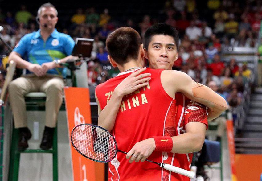 傅海峰(右)/张楠在获胜后庆祝