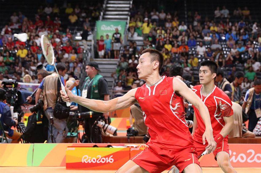 傅海峰/张楠(左)在比赛中