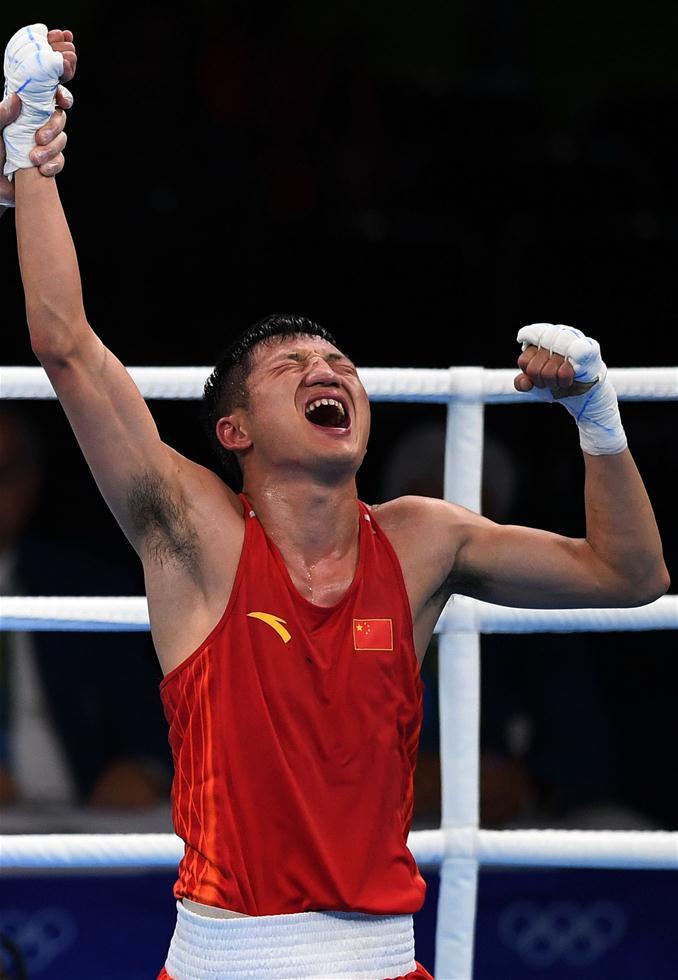 中国选手张家玮庆祝胜利