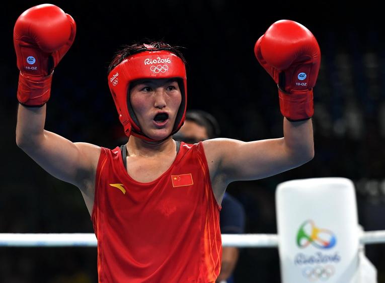 中国选手尹军花在赛后庆祝