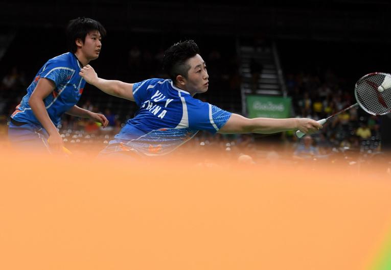 中国队选手唐渊渟/于洋(右)在比赛中