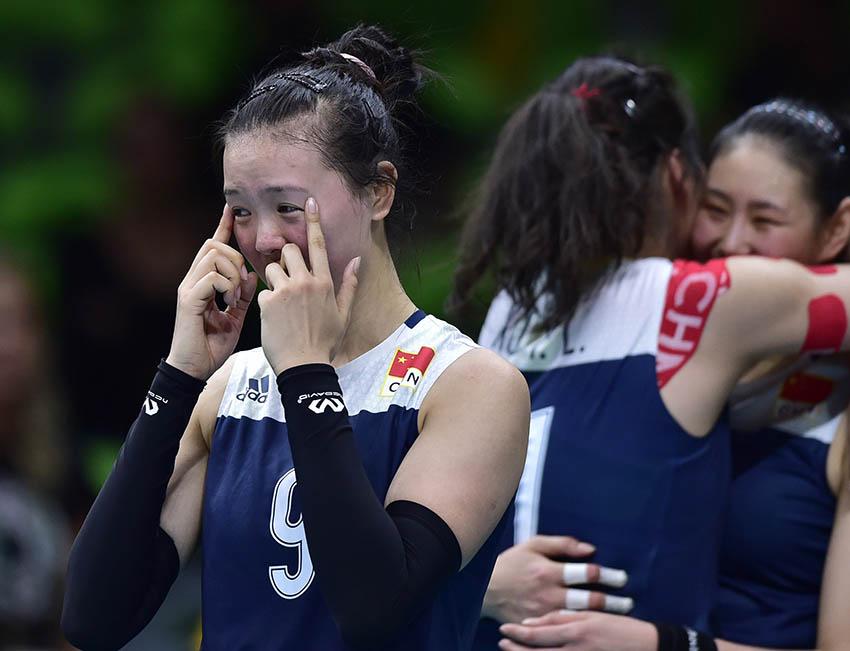 张常宁(左一)在赛后喜极而泣