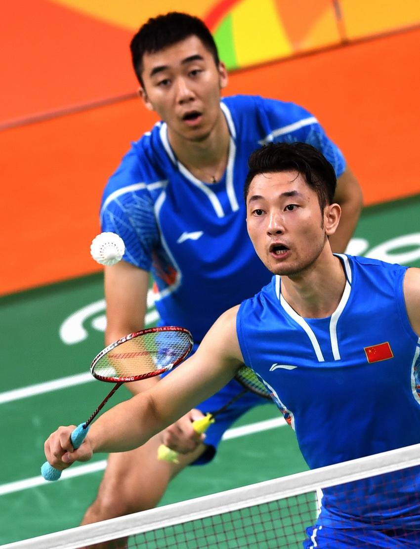 柴飚/洪炜(左)在比赛中